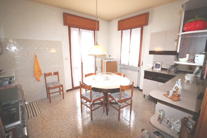Cucina abitabile con accesso alla terrazza