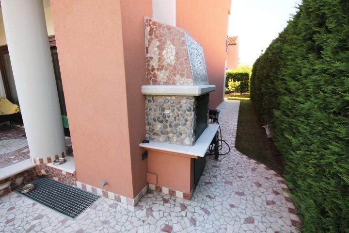 Barbecue esterno in muratura