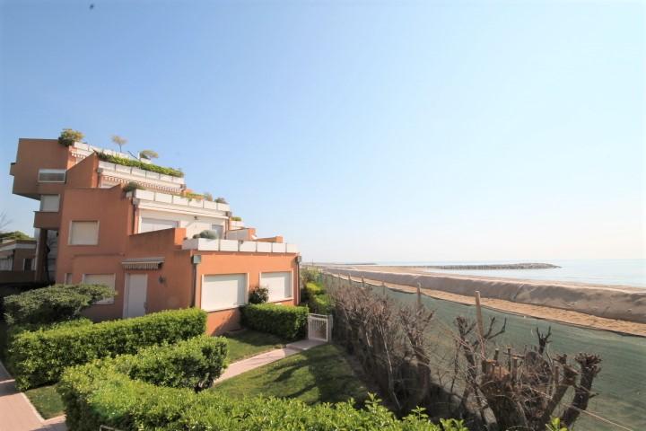 Appartamento fronte mare a Cà di Valle